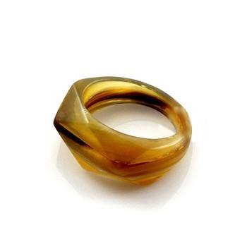 Кольцо из рога